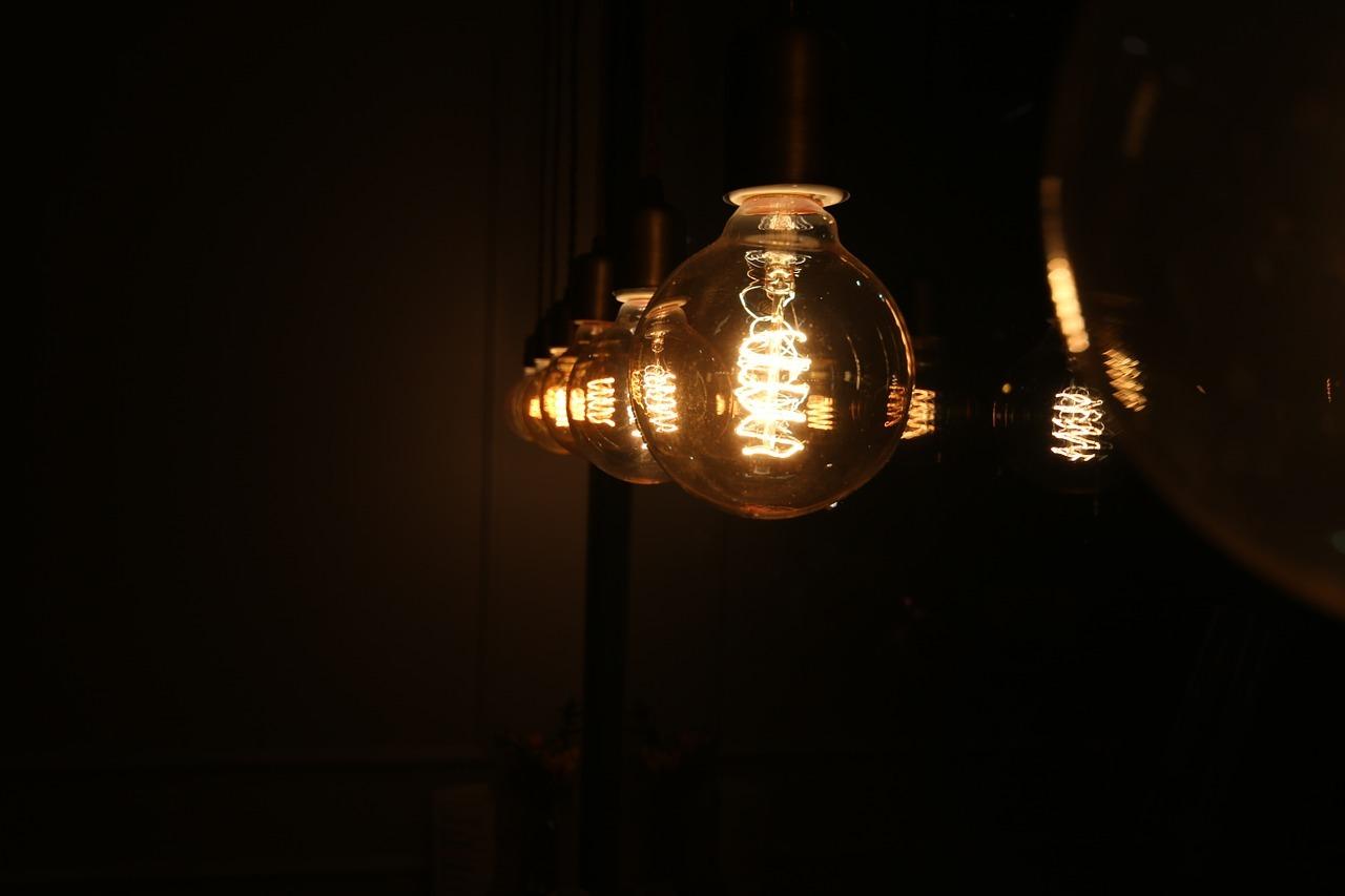 light-bulb-633711_1280